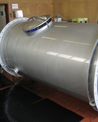 Exhaust air pipe with manhole cover in LBF-pickling facility