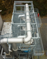 Pipe lines with stainless steel expansion joints in the chemical industry