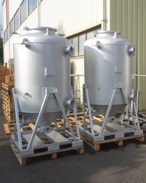 Filter vessels in stainless steel